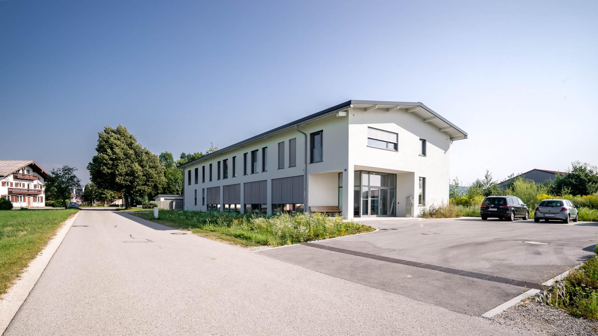 portfolio-bauunternehmen-fuch-geschäftsgebäude-surheim-1.jpg