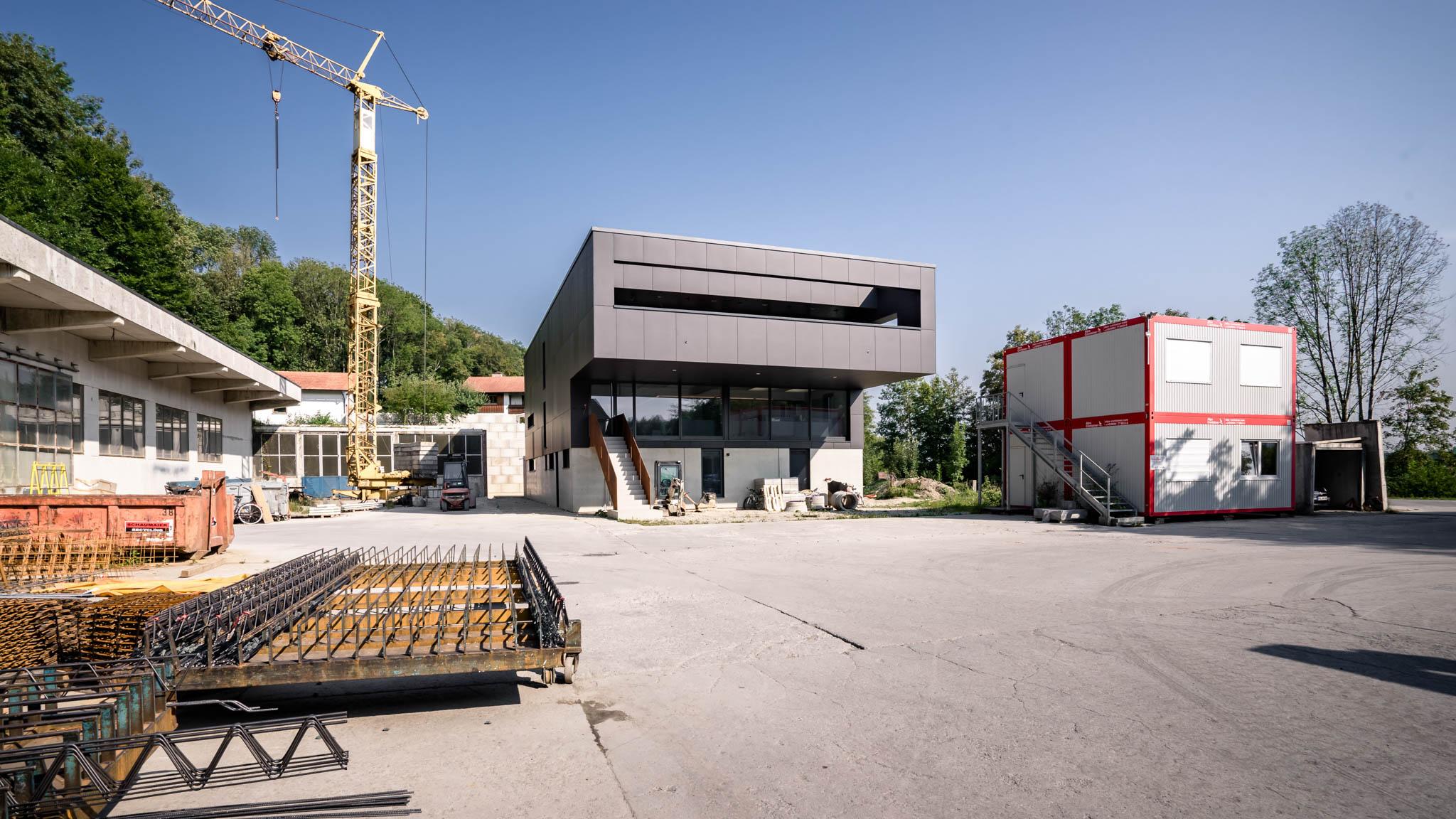portfolio-bauunternehmen-fuch-geschäftsgebäude-wohnhaus-surheim-2.jpg