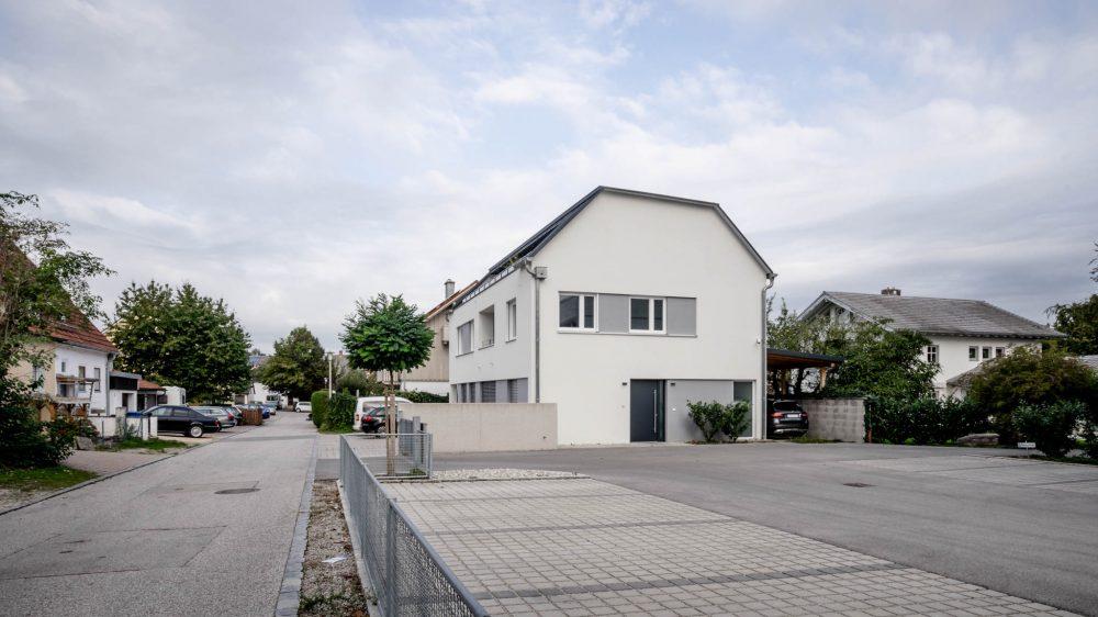 portfolio-bauunternehmen-fuch-geschäftsgebäude-laufen-1.jpg