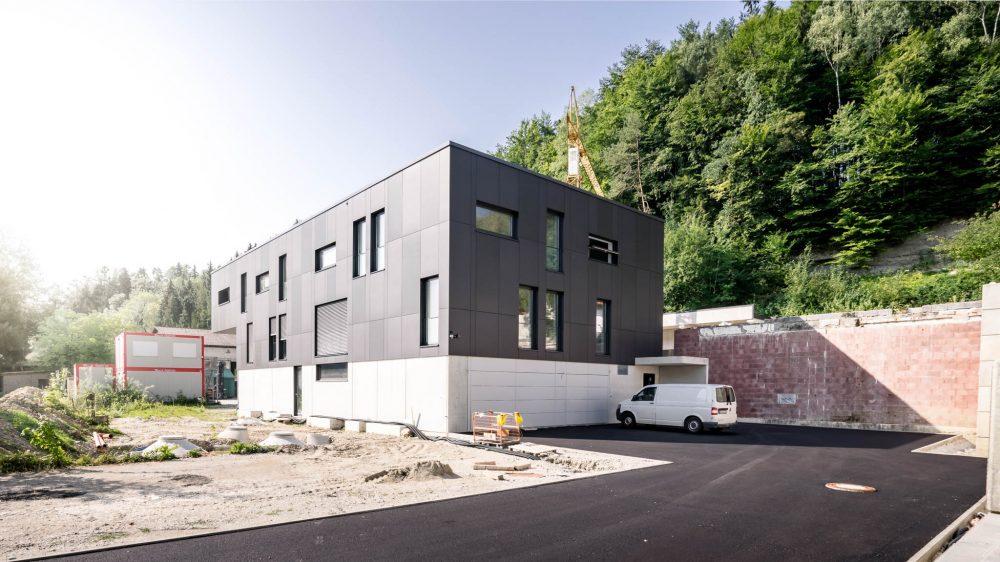 portfolio-bauunternehmen-fuch-geschäftsgebäude-wohnhaus-surheim-1.jpg