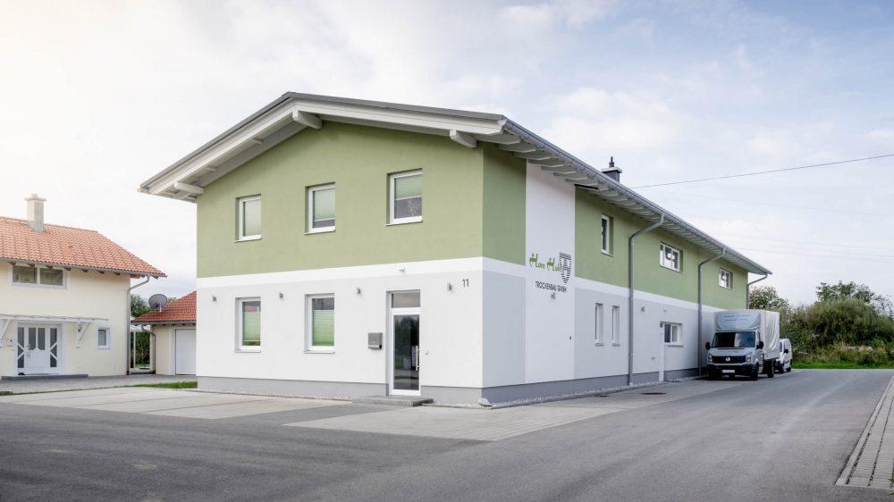 portfolio-bauunternehmen-fuch-gewerbehallen-surheim-2.jpg